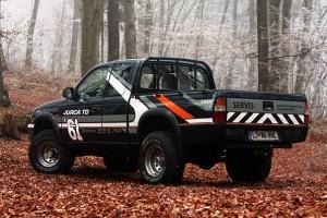 """Mazda B2500 v """"dirkalni"""" barvni shemi"""